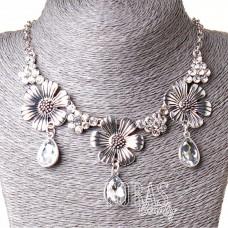 Ожерелье 3 цветка, камни в виде капель, стразы Silver 20-30 мм